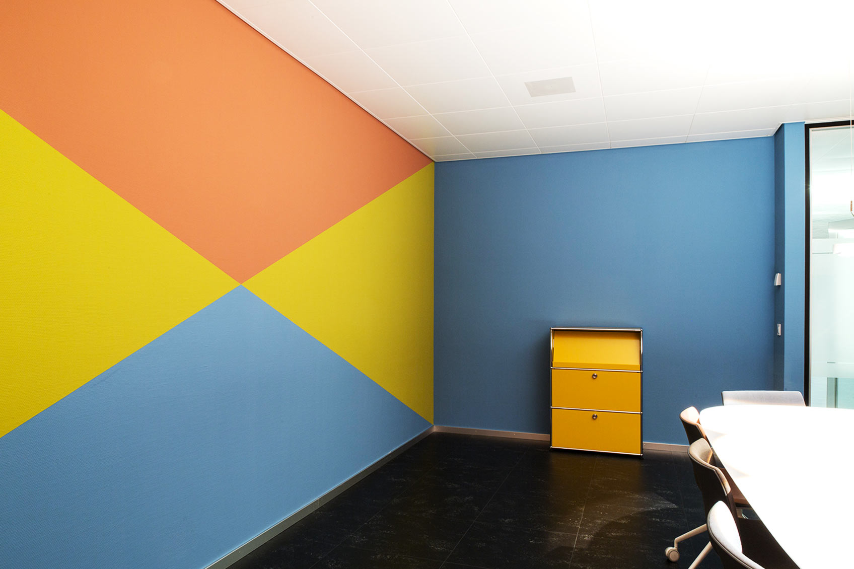 Colour design meeting room ©Hannah Grüninger