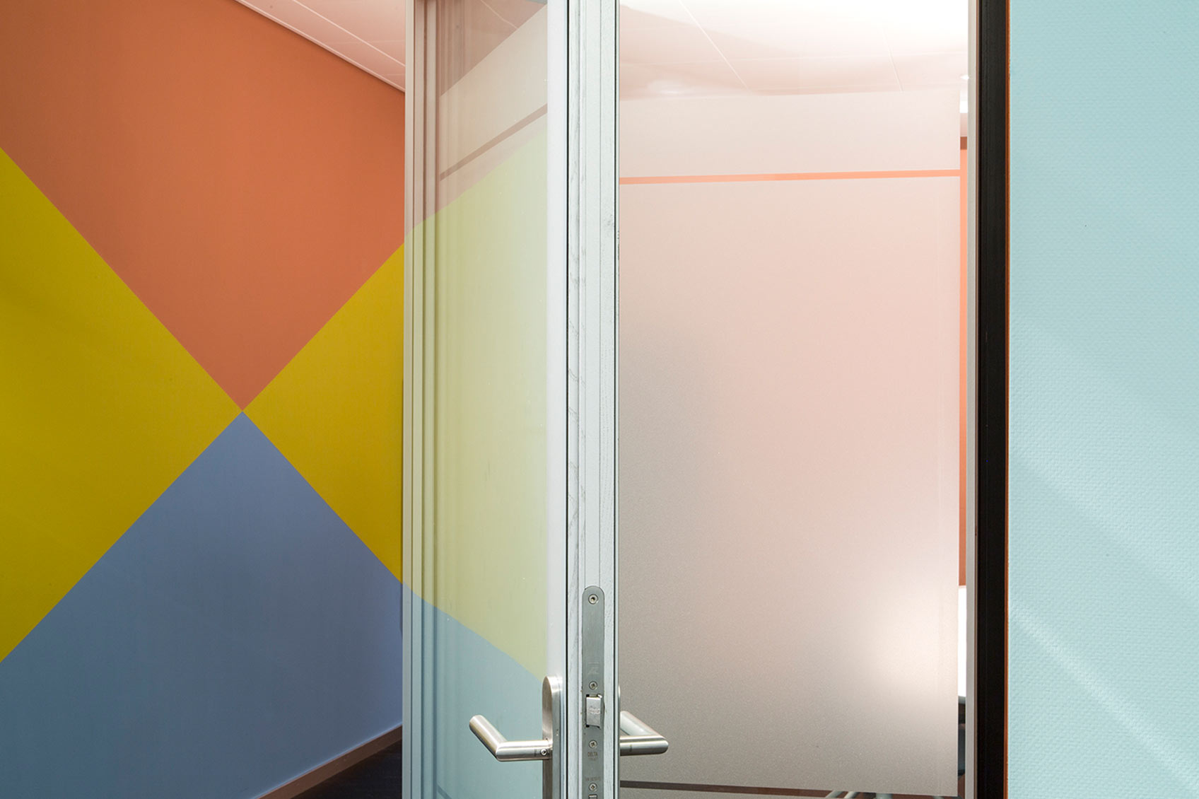 Colour design meeting room door ©Hannah Grüninger