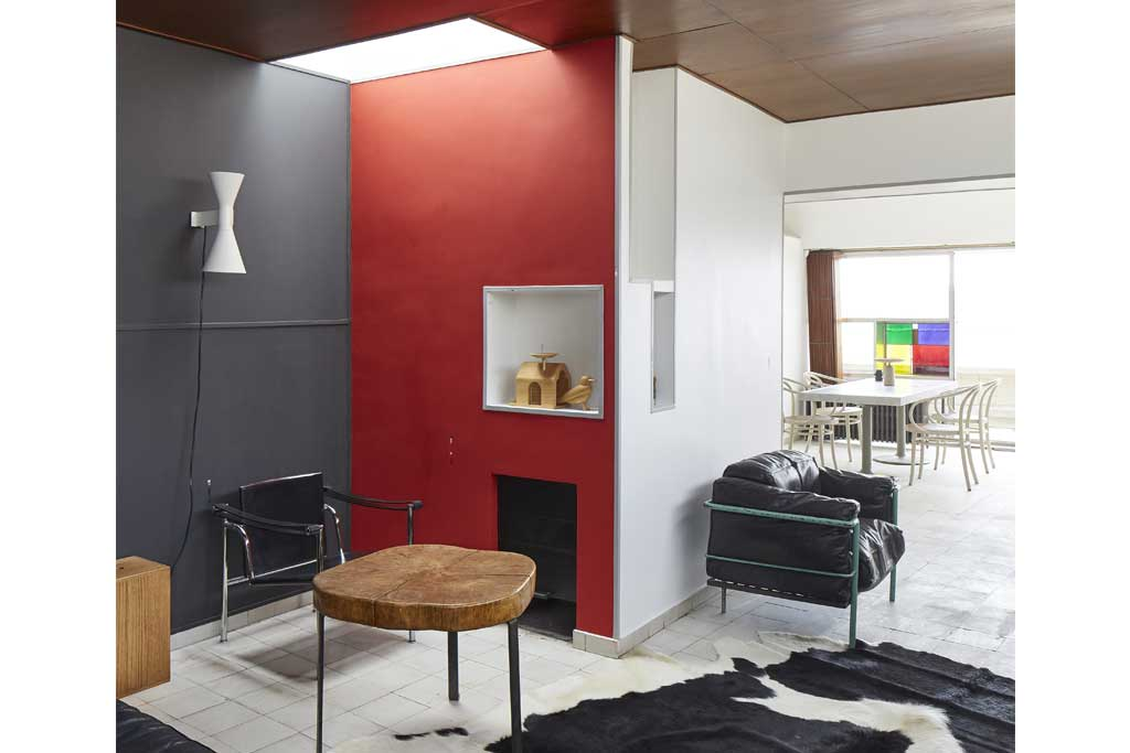 The Red Room Divider Luminous Vermilion Fixes Wall With A Chimney And Separates Sitting Area From Other Living Adjacent Dark